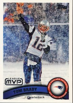 Got snow? YEA we can deal with that too! He is so good playing football in the cold! Football Art, Vintage Football, Tom Brady Mvp, Nfl League, Superbowl Champions, Football Trading Cards, New England Patriots, Sports Pictures