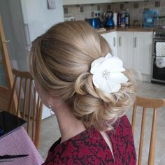 blonde+prom+updo+for+long+hair