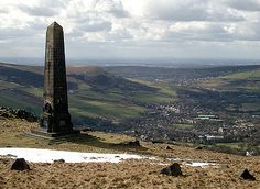 The Obelisk War Memorial on Alderman's Hill overlooking Greenfield, in Saddleworth, Greater Manchester, England. Oldham is seen in the distance. Tv Aerials, Manchester Uk, British Isles, History Facts, The Locals, Old Photos, Countryside, Travel Inspiration, Places To Visit