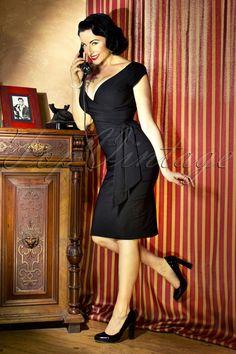 The Pretty Dress Company -Black Hourglass Vintage Pencil dress.Sehr elegant!! Prächtiges 50s inspiriertes Pencilkleid in einem schicken Schwarz.Hergestellt aus einem festen luxuriösen Stretch Viskose Mix für die perfekte Passform! Das sweetheart Top in Wickeloptik ist für alle Körbchengrößen geeignet. Das Leibchen ist gefüttert für extra Unterstützung und Stabilitä...