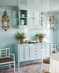 Grace Mitchell - One of a Kind on HGTV. Freaking love this dining room. Benjamin Moore paint in high gloss Palladian Blue. Grace Mitchell, Palladian Blue, Dining Buffet, Dining Room Paint, Kitchen And Bath Remodeling, Boho Bedroom Decor, House And Home Magazine, Colorful Decor, Hgtv