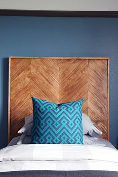 DIY Herringbone Pattern Headboard (IHeart Organizing) - New Site Modern Headboard, Wood Headboard, Headboards For Beds, Headboard Ideas, Modern Bedroom, Bedroom Ideas, Diy Furniture Projects, Furniture Making, Man Projects