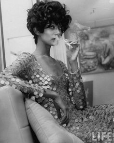 Donyale Luna first black model on cover of vogue 1966