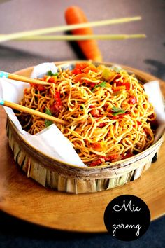 Discover recipes, home ideas, style inspiration and other ideas to try. Best Pasta Recipes, Vegetarian Recipes, Mie Goreng Recipe, Asian Recipes, Ethnic Recipes, Food Categories, Indonesian Food, Appris, Food Inspiration