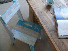 Tafel en stoel van steigerhout. Scaffolding Wood, Pallet Furniture, Pallet Chairs, Chair Bench, Reclaimed Barn Wood, Wood Pallets, Entryway Tables, Dining Chairs, Projects