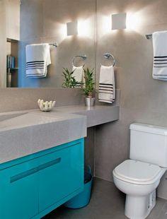 Nesse banheiro, o porcelanato tipo cimento queimado foi usado no piso e na parede. Veja mais banheiros com toques originais aqui: http://www.simplesdecoracao.com.br/2015/10/12-banheiros-com-toques-originais/