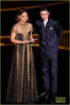 Natalie Portman Photos - (L-R) Natalie Portman and Timothée Chalamet speak onstage during the Annual Academy Awards at Dolby Theatre on February 2020 in Hollywood, California. - Annual Academy Awards - Show Natalie Portman Oscar, Natalie Portman Style, Natalie Portman Wedding, Most Beautiful Women, Beautiful Dresses, Beautiful People, Nathalie Portman, Oscar Dresses, Red Carpet Looks