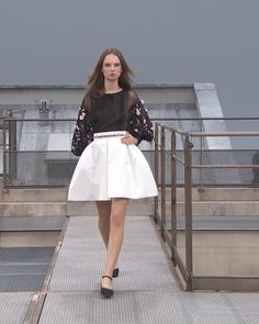 Spring Summer 2020 Ready-to-Wear Collection. Runway Show by Chanel. Spring Outfits Women, Satin Skirt, Haute Couture Fashion, Black Sequins, Red Carpet Fashion, Runway Fashion, High Waisted Skirt, Ready To Wear, Spring Summer