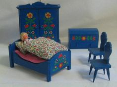 Doll house / bedroom. Parlor. Blue decorative painting. Wood. Probably 70s. Vintage. €39.00, via Etsy.    decorativepainters.org   Learn to paint with us! With our step by step pattern based designs, anyone can become a Master Decorative Artist.