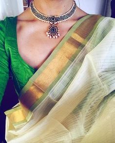 Looking for necklace to wear with sarees? Here are adorable necklace designs that you can wear from trendy to traditional sarees. Indian Attire, Indian Outfits, Indian Dresses, Indian Clothes, Traditional Sarees, Traditional Outfits, Saree Jewellery, Bridal Jewellery, Gold Jewellery