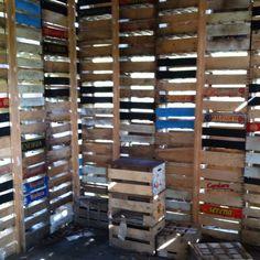 Art @ Verbeke foundation BELGIUM huisje van gestapelde kistjes