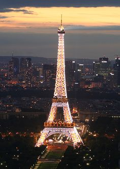 Popular Places to Visit in Paris eiffel tower Torre Eiffel Paris, Paris Eiffel Tower, Eiffel Towers, Paris Tour, Paris City, Paris Paris, Tuileries Paris, Paris Wallpaper, Beautiful Paris