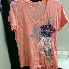 V nexk peach top with flowers Peach top worn a couple of times Old Navy Tops Tees - Short Sleeve