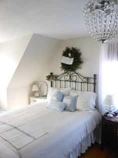 Don't know where to pin this...love the bed, the room and the linens.