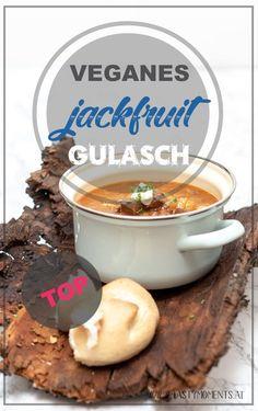 Geniales veganes Jackfruit Gulasch bzw Gulaschsuppe. Einfaches Rezept am Blog zum nachkochen! Ideal nach dem Silvester als Katerfrühstück oder Mitternachtsjause! Vegan Soup, Stew, Oatmeal, Vegan Recipes, Food And Drink, Veggies, Cooking, Breakfast, Foodblogger