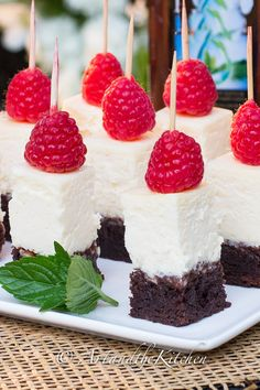 Brownie Cheesecake Bites | Art and the Kitchen - creamy cheesecake with a fudge brownie crust