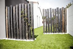 ideas for decorating your garden fence (DIY) … – Garden Ideas Landscape Design, Garden Design, Fence Design, Diy Garden Fence, Garden Screening, Front Yard Landscaping, Small Gardens, Amazing Gardens, Garden Inspiration
