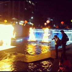 """@uberstip's photo: """"Cheonggyecheon - 청계천 at Night. Ingin rasanya mengubah Kalicode Jogja jadi kaya gini #impossibleisnothing #seoul #korea"""""""