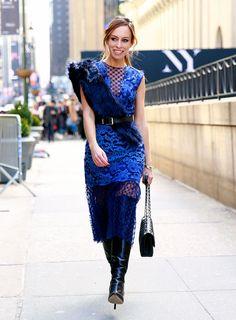Sydne Style wears the faux fur trend at new york fashion week street style Fashion Models, Fashion Beauty, Fashion Outfits, Womens Fashion, Black Knee Length Boots, New York Fashion Week Street Style, Street Style Looks, Blue Lace, Autumn Winter Fashion