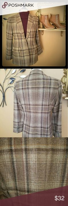 Ralph Lauren plaid wool blazer 100% wool plaid blazer by Ralph Lauren. Perfect colors for fall! Tag says 8P but could be worn by smaller sizes as oversized or boyfriend look. Ralph Lauren Jackets & Coats Blazers