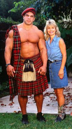 """Actor Lou Ferrigno and his wife circa 1990 """"The Hulk"""" in a Kilt, your argument is invalid. Muscle Fitness, Muscle Men, Bodybuilder, International Men's Day, Scottish Kilts, Men In Kilts, Actrices Hollywood, Arnold Schwarzenegger, Movie Stars"""