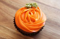 Pumpkin cupcake - easy & adorable!