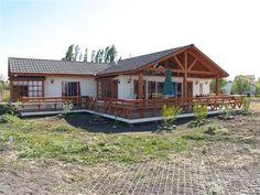 Plano de casa de madera con 3 dormitorios Cabana, Future House, Bamboo Construction, Casa Patio, Casas Containers, House Roof, Beach Cottages, House In The Woods, Simple House