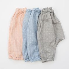 Out-of-stock sizes in the dotted gauze harem pants that will be restocked next month. In the meantime, did you know that our newborn size is generous? A newborn harem pant can be worn up to 3 months, thanks to a generous hip and bum measurement + gentle, stretchy elastic. These pants accommodate cloth diapering, like all of our harem pant designs.