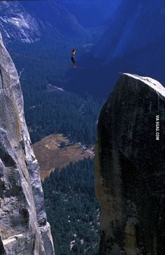 Freesolo high line walking in Yosemite