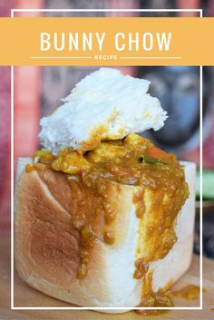 Our favourite recipe for Bunny Chow, the popular South African Street Food. Our favourite recipe for Bunny Chow, the popular South African Street Food. South African Bunny Chow, South African Dishes, South African Recipes, Indian Food Recipes, South African Braai, Africa Recipes, Kos, Good Food, Yummy Food