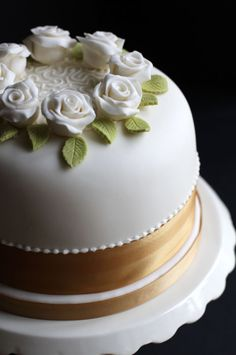 Ring of Ivory Roses With Cornelli Piping