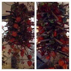 Hangend herfststuk met hortensia , rode bessen en lampions