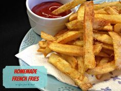 Double Frying your potatoes make the best fries! Brown on the outside and soft on the inside! Cooking French Fries, Deep Fried Potatoes, Cheesy Potatoes, Baked Potatoes, Cooking Gadgets, Cooking Recipes, Skillet Recipes, Yucca Fries, Chips