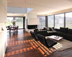 Interieur - Engelshove Bauhaus, Shipping Container Homes, House Goals, Bungalow, Paint Colors, Colours, Living Room, Interior Design, Architecture