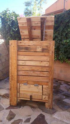 Mueblesrecicladosmalaga | Vivamos y dejemos vivir…recicla !!! Backyard Chicken Coops, Chickens Backyard, Compost Container, Vegetable Garden Design, Outdoor Chairs, Outdoor Decor, Wood Pallets, Pallet Wood, Go Green
