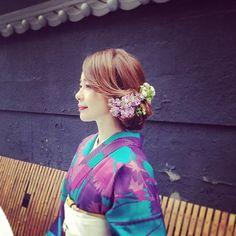 この画像は「【2016成人式】盛り盛りヘアは古い!' 低めまとめ髪 'が美しい振り袖ヘアカタログ」のまとめの5枚目の画像です。 Japanese Beauty Hacks, Up Styles, Hair Styles, Hair Arrange, Japanese Outfits, Yukata, Japanese Kimono, Kimono Fashion, Wedding Hairstyles