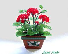 Plante en perles Géranium rouge grandeur nature, dans jardinière en terre cuite