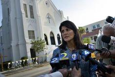 A governadora da Carolina do Sul, a republicana Nikki Haley, em Charleston, no dia 19 de junho de 2015. Nikki deseja retirar a bandeira confederada do capitólio após massacre contra a igreja Episcopal Metodista em 2015, por um supremacista branco