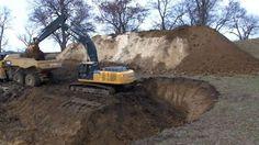 Uma campanha conseguiu arrecadar mais de US$ 100 mil para cavar um grande buraco em Illinois, nos EUA, para comemorar o fim de 2016.