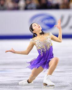 女子ショートプログラム(SP)で6位になった本田真凜の演技=21日午後、武蔵野の森総合スポーツプラザ(納冨康撮影)