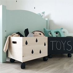 Love this simplicity of this and the huge difference it makes to plain toy storage box. We definitely need large toy storage boxes in the house! Creative Toy Storage, Kids Storage, Storage Boxes, Storage Ideas, Toy Room Storage, Baby Toy Storage, Storage Design, Wood Storage, Cute Diy Projects