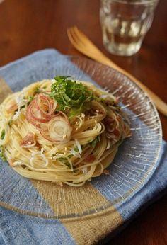 梅と大葉の冷製パスタ by 楠みどり 「写真がきれい」×「つくりやすい」×「美味しい」お料理と出会えるレシピサイト「Nadia   ナディア」プロの料理を無料で検索。実用的な節約簡単レシピからおもてなしレシピまで。有名レシピブロガーの料理動画も満載!お気に入りのレシピが保存できるSNS。