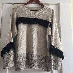 AWESOME ELIZABETH AND JAMES SWEATER this is honestly amazing!! The texture and combination of tread gives it the ultimate look! Basically new!! Not a single sign on wear Elizabeth and James Sweaters Crew & Scoop Necks