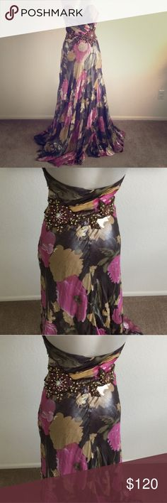 Beautiful Floral Gown Please read photo sizing description Beautiful Floral Gown. Just gorgeous...😍 Dresses Wedding