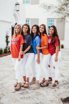 Senior Graduation Group Pictures // Alys Beach 2019 // www.annacooperpho… Senior Graduation Group Pictures // Alys Beach 2019 // www. Graduation Picture Poses, College Graduation Pictures, Graduation Photoshoot, Grad Pics, Group Senior Pictures, Friend Senior Pictures, Senior Photos, College Shirts, Cap And Gown