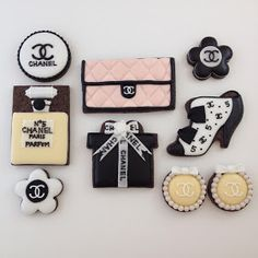 """Fancy cookies made with Royal Icing (sometimes called """"Color Flow"""" or """"Flow Icing""""), decor with """"Fashion Status Symbols"""" Sugar Cookie Frosting, Royal Icing Cookies, Cupcake Cookies, Sugar Cookies, Cupcakes, Chanel Cookies, Chanel Cake, Chanel Party, Coco Chanel"""