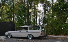 Volvo 240 estate slammed