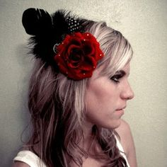 loveeee the rosette and feathers...cute on a night out...? ;)