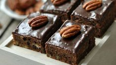 Az ilyen sütik miatt szeretjük igazán a telet. Végre jöhet a sok csoki, a finom, édes banán – és már kész is az isteni bögrés sütink!