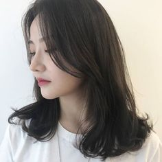 • 2019 여자중간머리스타일 BUILD 빌드펌으로 시선강탈 해봐요~❤️ : 네이버 블로그 Medium Hair Cuts, Medium Hair Styles, Curly Hair Styles, Asian Short Hair, Asian Hair, Hair Cut Pic, Korean Haircut Medium, Hair Inspo, Hair Inspiration